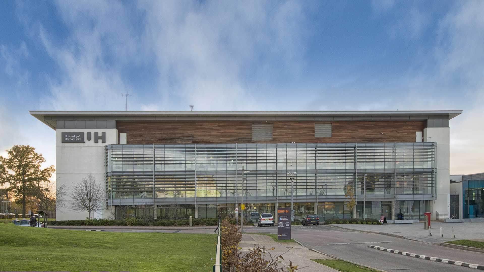 UH_ACFTechnologies_english_University_of_Hertfordshire_Customer_Service_Center_Management_qs_2019_03
